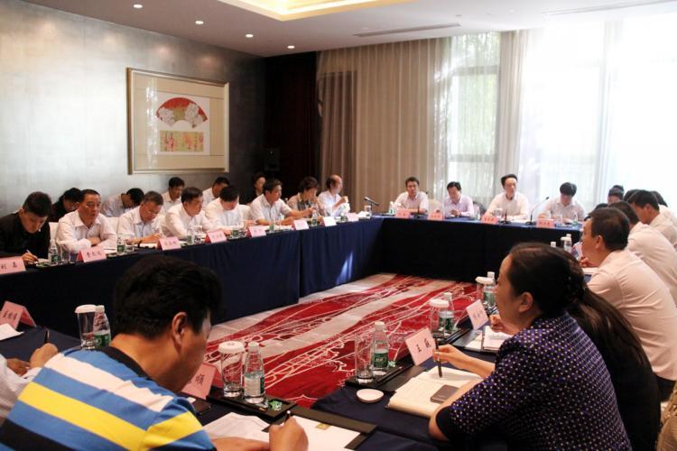 2013年10月12日集团召开10月份经济工作例会