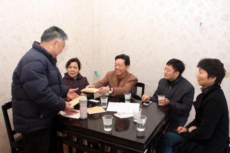 2014年1月21日区社工委、集团慰问困难家属